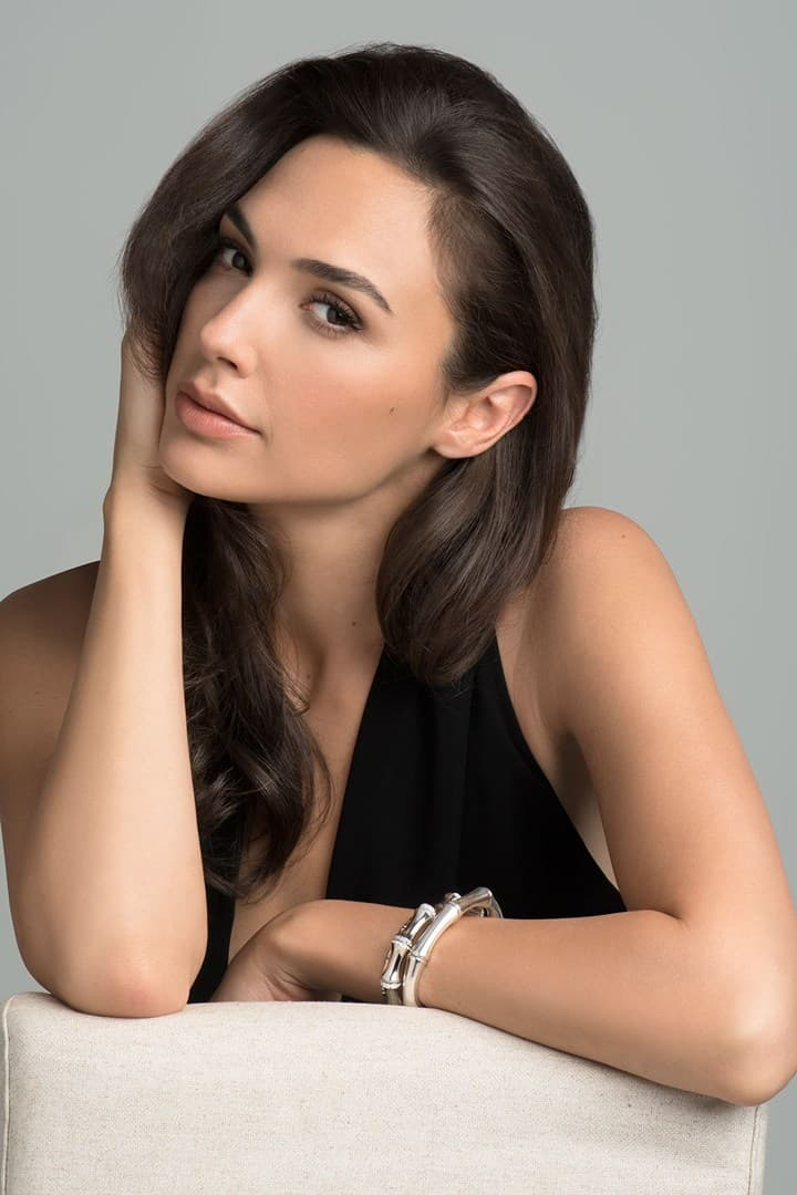 Gal Gadot Wonder woman photo gallery pictures stills, official sites, news